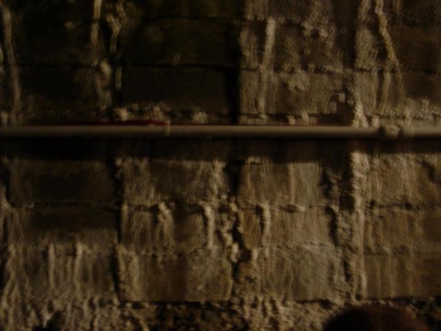 Tutti nel rifugio. Particolare del rifugio antiareo scavato nella collina circostante il dinamitificio, usato durante la seconda guerra mondiale per difendersi dagli attacchi degli alleati