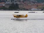 Idrovolante in atterraggio a Como