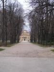 Parco con in fondo il Palazzo Ducale