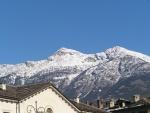 Le montagne dietro la città