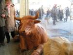 Scultura a grandezza naturale di una mucca