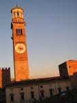 Torre dei lamberti al tramonto